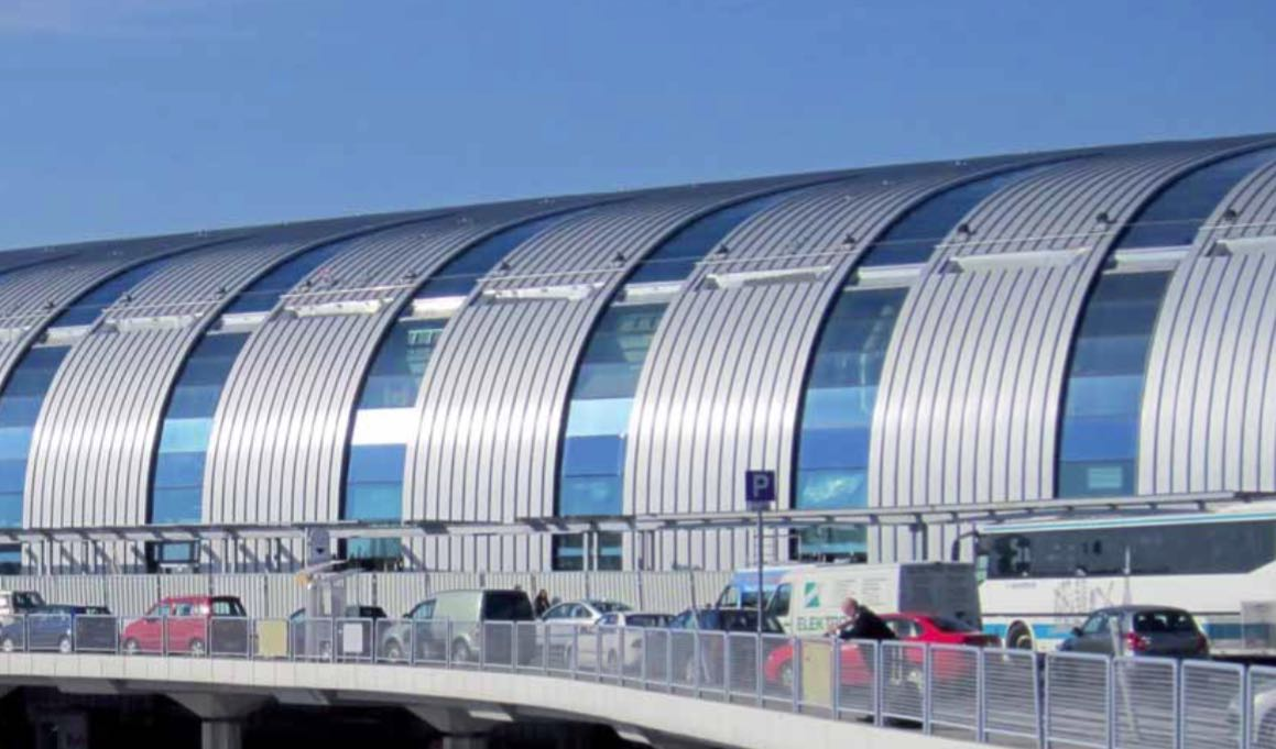 Airport Budapest Ferihegy (material: aluminium colour coated with PVDF-coating RAL 9006 curved)
